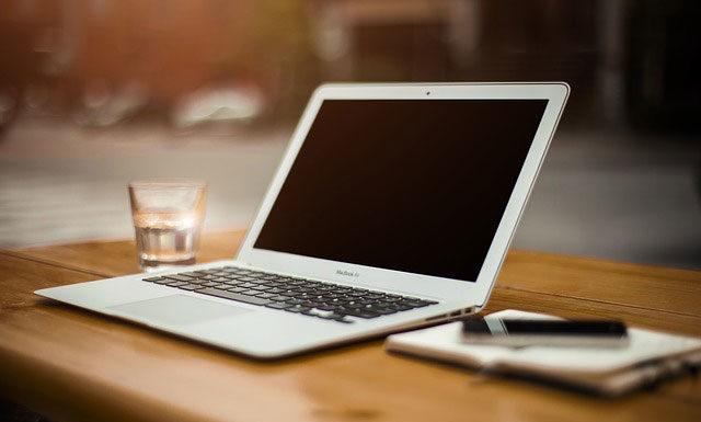 Szybkie pożyczki przez Internet – kiedy warto po nie sięgnąć?